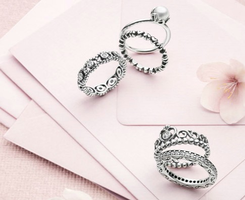 ♥ Dreaming with the crown ring from Pandora!