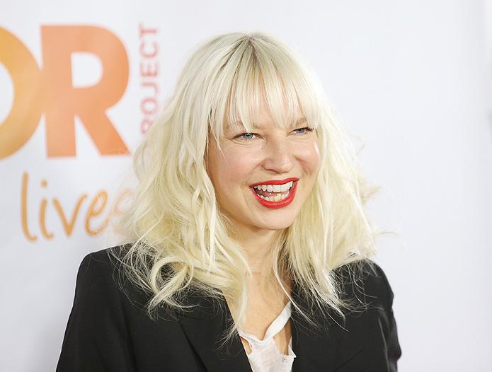 Sia-Chandelier-2014